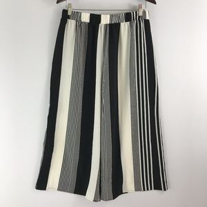 Forever 21 | NWOT black and white culottes